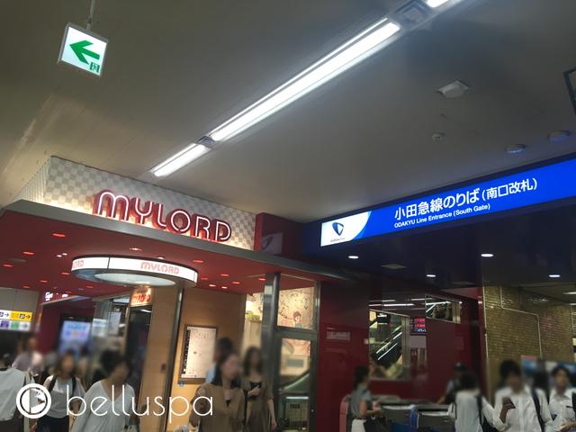 ミロードと小田急線改札