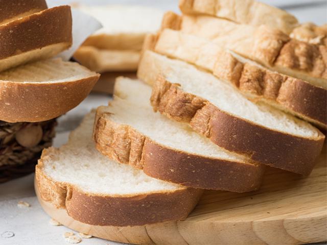 高級食パンの店舗はカットサービスが少ない